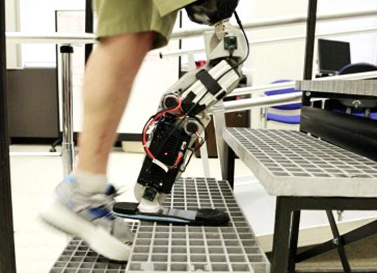 Zac-Vawter-bionic-leg-skyscarper