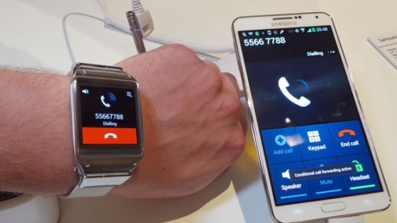 xl_samsung-galaxy-gear-phone